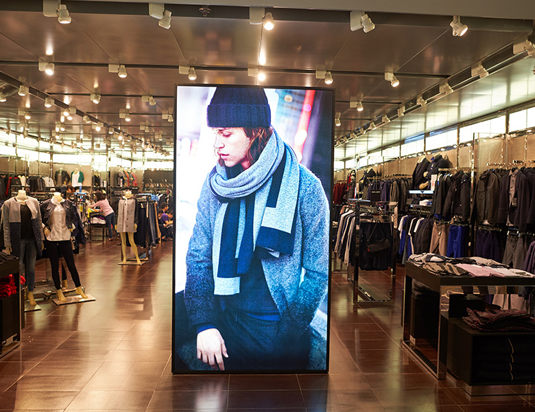 RETAIL DIGITAL DISPLAY - Retail signage Installation by Digital Signage Suppliers in Abu Dhabi